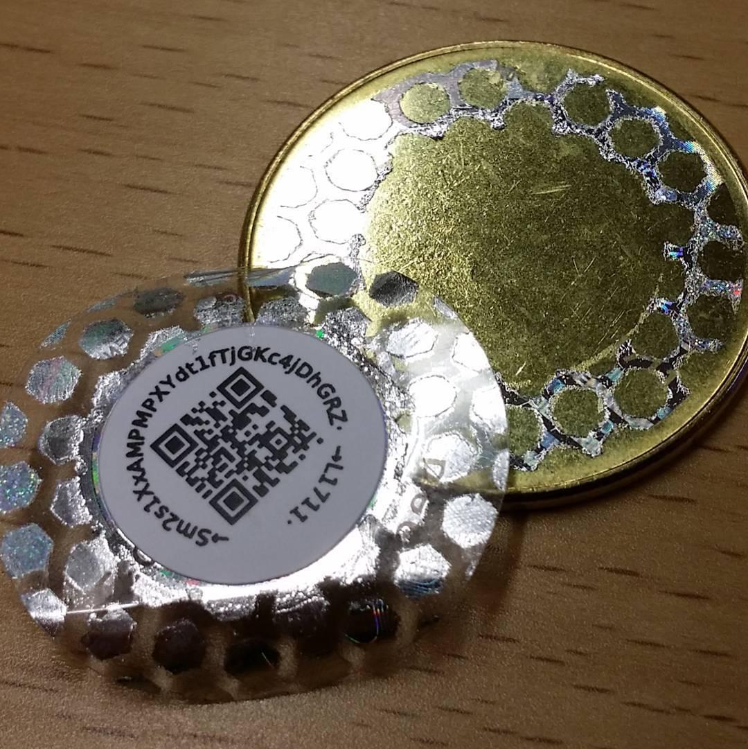 Вскрытая биткоин монета