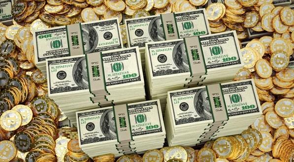 Пачки долларов и золотые монеты